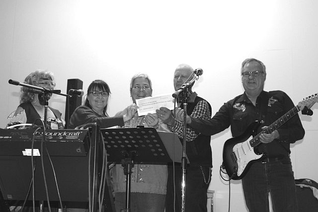L to R: Jean Moore-Lemoine (event coordinator) Rita L'Heureux(Curling Club) and The Ol'Tyme Family Nite Band, Marie and Gerry Dubois and Dwain Isert.