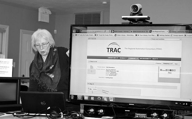 Jackie Hockey demonstrates how to establish a community profile online.