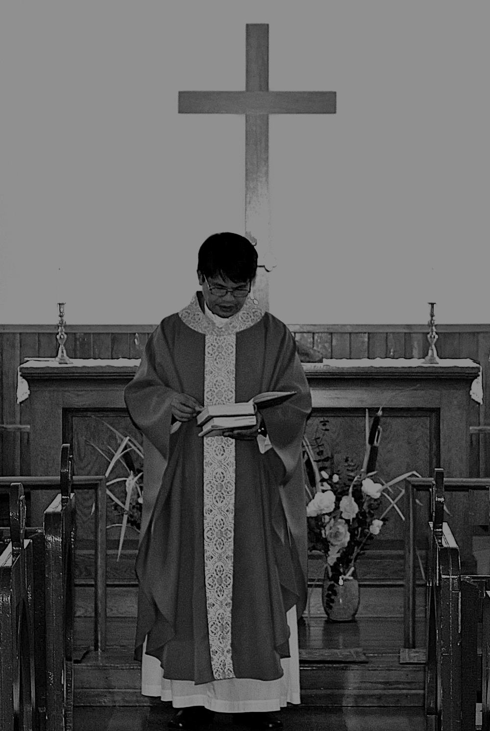 06_TH_AnglicanPriestPhoto1(TWO-COLUMN)