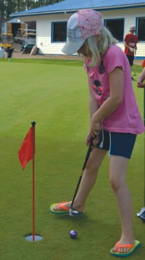 Zoe Nelson practices her putting technique.