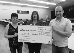 Centre Chevaliers receives new chairs through fundraising