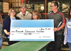 """Co-op's """"Community Spaces"""" presents $25,000 to Girouxville Enhancement Committee"""