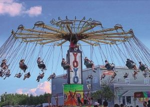 PICs –  Having fun on the midway rides