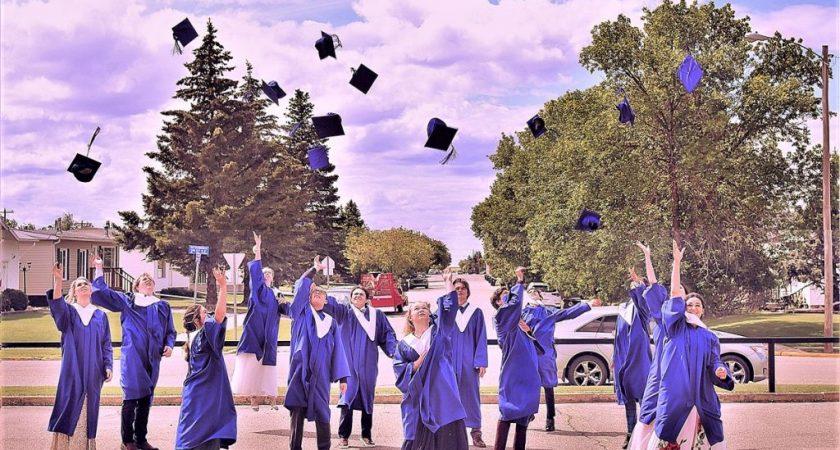 13 École Héritage students celebrate graduation